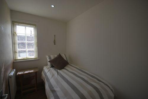 Single bedroom (single bed)