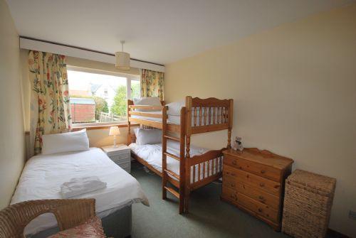 Bunk bedroom (bunks plus single)