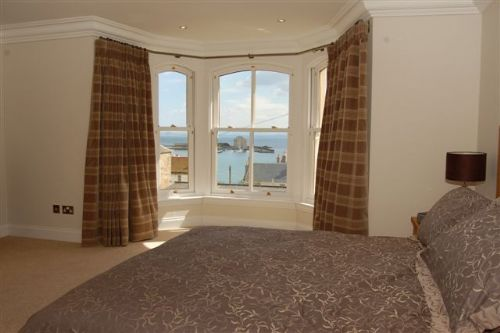 Double bedoom (king-sized bed, ensuite, harbour views)