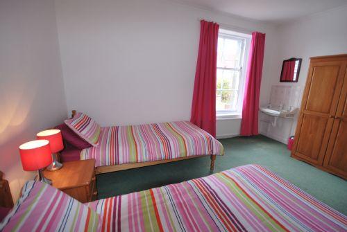 Twin bedroom downstairs (ensuite)