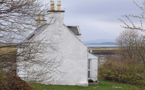Upfront,up,front,reviews,accommodation,self,catering,rental,holiday,homes,cottages,feedback,information,genuine,trust,worthy,trustworthy,supercontrol,system,guests,customers,verified,exclusive,the seamstress' cottage,islands and highlands cottages,lower breakish,,image,of,photo,picture,view