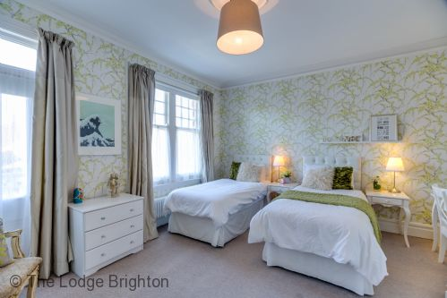 Upfront,up,front,reviews,accommodation,self,catering,rental,holiday,homes,cottages,feedback,information,genuine,trust,worthy,trustworthy,supercontrol,system,guests,customers,verified,exclusive,the lodge,the lodge brighton,hove,,image,of,photo,picture,view