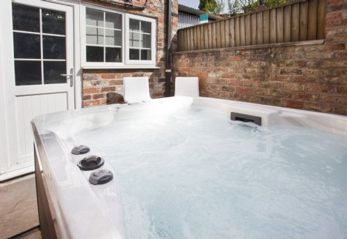 Upfront,up,front,reviews,accommodation,self,catering,rental,holiday,homes,cottages,feedback,information,genuine,trust,worthy,trustworthy,supercontrol,system,guests,customers,verified,exclusive,the mount hideaway with hot tub,york boutique lets,york,,image,of,photo,picture,view