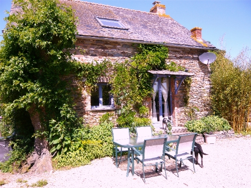 Baby Friendly Holidays at La Briquerie - Vine Cottage