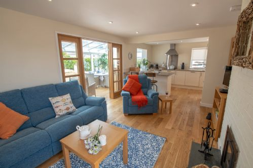 Upfront,up,front,reviews,accommodation,self,catering,rental,holiday,homes,cottages,feedback,information,genuine,trust,worthy,trustworthy,supercontrol,system,guests,customers,verified,exclusive,chelford ,anglesey holiday lettings ,rhosneigr,,image,of,photo,picture,view