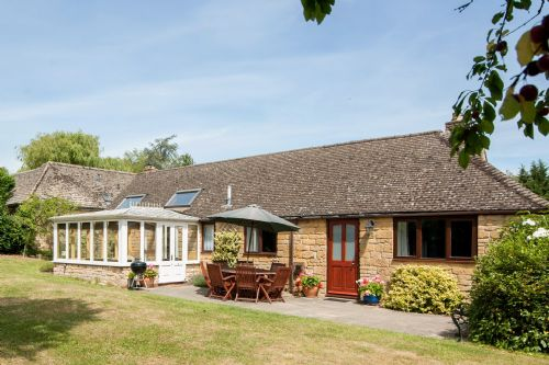 Upfront,up,front,reviews,accommodation,self,catering,rental,holiday,homes,cottages,feedback,information,genuine,trust,worthy,trustworthy,supercontrol,system,guests,customers,verified,exclusive,old sheepcote,cotswold & vale lettings,broadway,,image,of,photo,picture,view