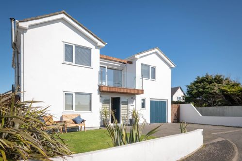 Upfront,up,front,reviews,accommodation,self,catering,rental,holiday,homes,cottages,feedback,information,genuine,trust,worthy,trustworthy,supercontrol,system,guests,customers,verified,exclusive,sandsend,anglesey holiday lettings ,rhosneigr,,image,of,photo,picture,view