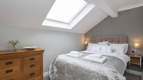Upfront,up,front,reviews,accommodation,self,catering,rental,holiday,homes,cottages,feedback,information,genuine,trust,worthy,trustworthy,supercontrol,system,guests,customers,verified,exclusive,county house mews,york boutique lets,york,,image,of,photo,picture,view