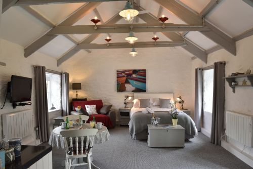 Upfront,up,front,reviews,accommodation,self,catering,rental,holiday,homes,cottages,feedback,information,genuine,trust,worthy,trustworthy,supercontrol,system,guests,customers,verified,exclusive,the b&b suite,chypons farm,st ives,,image,of,photo,picture,view