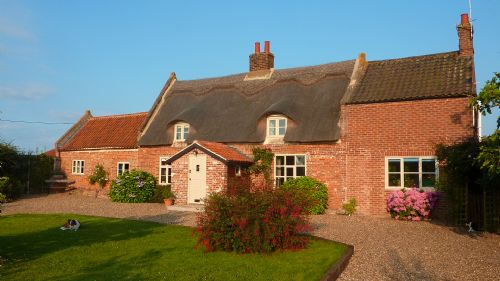 Upfront,up,front,reviews,accommodation,self,catering,rental,holiday,homes,cottages,feedback,information,genuine,trust,worthy,trustworthy,supercontrol,system,guests,customers,verified,exclusive,thatch cottage ,east ruston cottages ltd,hempstead,,image,of,photo,picture,view