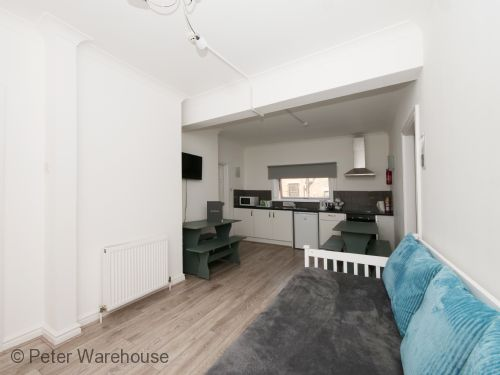 Upfront,up,front,reviews,accommodation,self,catering,rental,holiday,homes,cottages,feedback,information,genuine,trust,worthy,trustworthy,supercontrol,system,guests,customers,verified,exclusive,apartment 3,peter warehouse,york,,image,of,photo,picture,view
