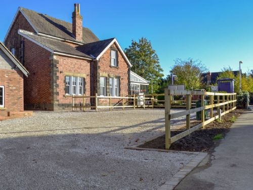 Upfront,up,front,reviews,accommodation,self,catering,rental,holiday,homes,cottages,feedback,information,genuine,trust,worthy,trustworthy,supercontrol,system,guests,customers,verified,exclusive,the station cottage,york boutique lets,york,,image,of,photo,picture,view