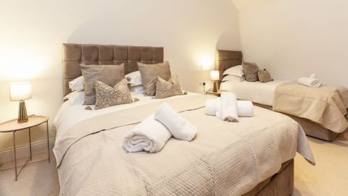 Upfront,up,front,reviews,accommodation,self,catering,rental,holiday,homes,cottages,feedback,information,genuine,trust,worthy,trustworthy,supercontrol,system,guests,customers,verified,exclusive,the stables luxury barn,york boutique lets,york,,image,of,photo,picture,view