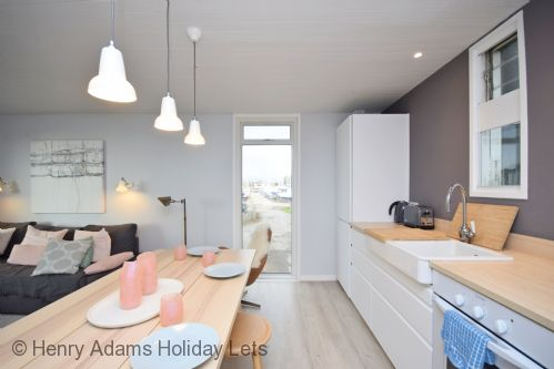 Upfront,up,front,reviews,accommodation,self,catering,rental,holiday,homes,cottages,feedback,information,genuine,trust,worthy,trustworthy,supercontrol,system,guests,customers,verified,exclusive,1 osprey quay,henry adams holiday cottages ,emsworth,,image,of,photo,picture,view