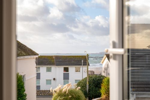 Upfront,up,front,reviews,accommodation,self,catering,rental,holiday,homes,cottages,feedback,information,genuine,trust,worthy,trustworthy,supercontrol,system,guests,customers,verified,exclusive,lagwn glas,anglesey holiday lettings ,rhosneigr,,image,of,photo,picture,view