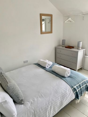 Upfront,up,front,reviews,accommodation,self,catering,rental,holiday,homes,cottages,feedback,information,genuine,trust,worthy,trustworthy,supercontrol,system,guests,customers,verified,exclusive,4 island road,cherished cottages ltd,st ives,,image,of,photo,picture,view