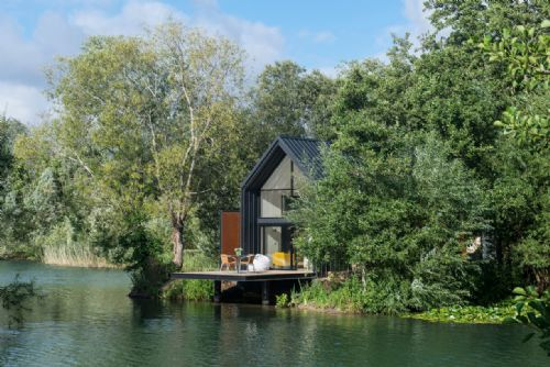 Upfront,up,front,reviews,accommodation,self,catering,rental,holiday,homes,cottages,feedback,information,genuine,trust,worthy,trustworthy,supercontrol,system,guests,customers,verified,exclusive,the waterlily lodge,little horseshoe lake ltd,cirencester,,image,of,photo,picture,view