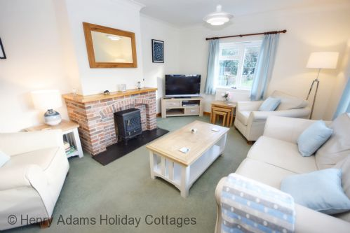 Upfront,up,front,reviews,accommodation,self,catering,rental,holiday,homes,cottages,feedback,information,genuine,trust,worthy,trustworthy,supercontrol,system,guests,customers,verified,exclusive,little crossways , goodwood,henry adams holiday cottages ,chichester,,image,of,photo,picture,view