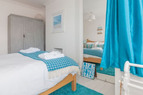 Upfront,up,front,reviews,accommodation,self,catering,rental,holiday,homes,cottages,feedback,information,genuine,trust,worthy,trustworthy,supercontrol,system,guests,customers,verified,exclusive,sea glimpses,sea glimpses,broadstairs,,image,of,photo,picture,view