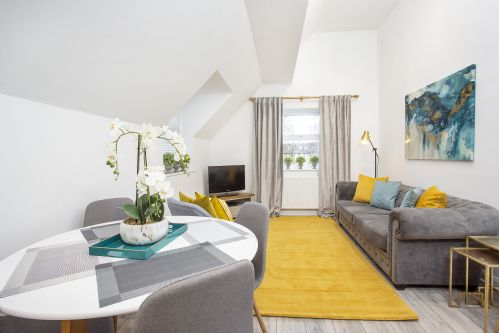 Upfront,up,front,reviews,accommodation,self,catering,rental,holiday,homes,cottages,feedback,information,genuine,trust,worthy,trustworthy,supercontrol,system,guests,customers,verified,exclusive,3 minster's reach ,york boutique lets,york,,image,of,photo,picture,view