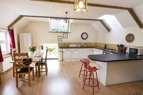 Upfront,up,front,reviews,accommodation,self,catering,rental,holiday,homes,cottages,feedback,information,genuine,trust,worthy,trustworthy,supercontrol,system,guests,customers,verified,exclusive,pheasant barn,wooladon cottages,lifton,,image,of,photo,picture,view