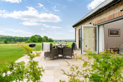 Upfront,up,front,reviews,accommodation,self,catering,rental,holiday,homes,cottages,feedback,information,genuine,trust,worthy,trustworthy,supercontrol,system,guests,customers,verified,exclusive,farlass,barrow hill barns,petersfield,,image,of,photo,picture,view