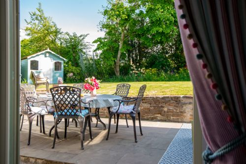 Upfront,up,front,reviews,accommodation,self,catering,rental,holiday,homes,cottages,feedback,information,genuine,trust,worthy,trustworthy,supercontrol,system,guests,customers,verified,exclusive,sara's cottage,sara's cottage,truro,,image,of,photo,picture,view