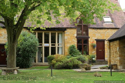 Upfront,up,front,reviews,accommodation,self,catering,rental,holiday,homes,cottages,feedback,information,genuine,trust,worthy,trustworthy,supercontrol,system,guests,customers,verified,exclusive,ratty's retreat,rattys retreat,blockley,,image,of,photo,picture,view