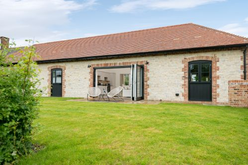 Upfront,up,front,reviews,accommodation,self,catering,rental,holiday,homes,cottages,feedback,information,genuine,trust,worthy,trustworthy,supercontrol,system,guests,customers,verified,exclusive,redgates,barrow hill barns,petersfield,,image,of,photo,picture,view