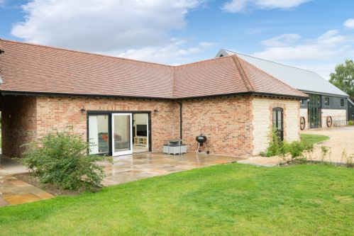 Upfront,up,front,reviews,accommodation,self,catering,rental,holiday,homes,cottages,feedback,information,genuine,trust,worthy,trustworthy,supercontrol,system,guests,customers,verified,exclusive,wheatricks,barrow hill barns,petersfield,,image,of,photo,picture,view