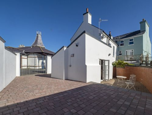 Upfront,up,front,reviews,accommodation,self,catering,rental,holiday,homes,cottages,feedback,information,genuine,trust,worthy,trustworthy,supercontrol,system,guests,customers,verified,exclusive,4 shore road,island escapes,peel, isle of man,,image,of,photo,picture,view