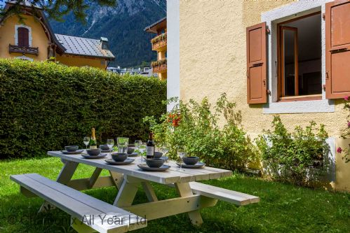 Upfront,up,front,reviews,accommodation,self,catering,rental,holiday,homes,cottages,feedback,information,genuine,trust,worthy,trustworthy,supercontrol,system,guests,customers,verified,exclusive,villa mon idee,chamonix all year ltd,chamonix,,image,of,photo,picture,view