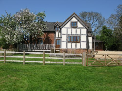 Upfront,up,front,reviews,accommodation,self,catering,rental,holiday,homes,cottages,feedback,information,genuine,trust,worthy,trustworthy,supercontrol,system,guests,customers,verified,exclusive,the hayloft,the hayloft at sleapford farm,telford,,image,of,photo,picture,view