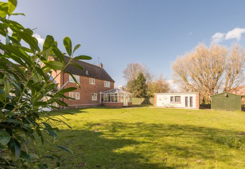 Upfront,up,front,reviews,accommodation,self,catering,rental,holiday,homes,cottages,feedback,information,genuine,trust,worthy,trustworthy,supercontrol,system,guests,customers,verified,exclusive,misty meadow,east ruston cottages ltd,hickling,,image,of,photo,picture,view