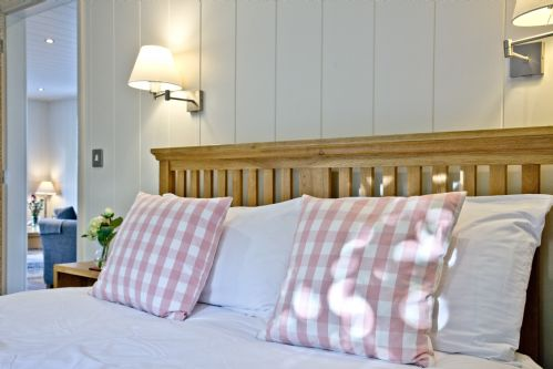 Upfront,up,front,reviews,accommodation,self,catering,rental,holiday,homes,cottages,feedback,information,genuine,trust,worthy,trustworthy,supercontrol,system,guests,customers,verified,exclusive,cedar lodge,strawberryfield park,cheddar,,image,of,photo,picture,view