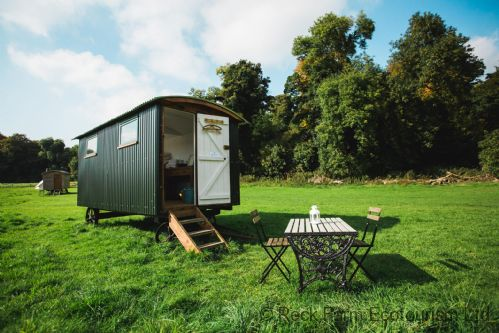 Upfront,up,front,reviews,accommodation,self,catering,rental,holiday,homes,cottages,feedback,information,genuine,trust,worthy,trustworthy,supercontrol,system,guests,customers,verified,exclusive,apple - shep hut,rock farm slane,slane,,image,of,photo,picture,view