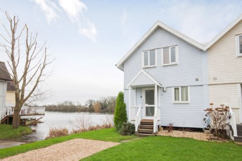 Upfront,up,front,reviews,accommodation,self,catering,rental,holiday,homes,cottages,feedback,information,genuine,trust,worthy,trustworthy,supercontrol,system,guests,customers,verified,exclusive,spring lake 51, slipway lodge (p),orion holidays,south cerney,,image,of,photo,picture,view