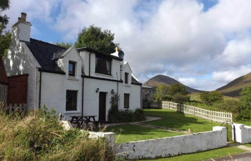 Upfront,up,front,reviews,accommodation,self,catering,rental,holiday,homes,cottages,feedback,information,genuine,trust,worthy,trustworthy,supercontrol,system,guests,customers,verified,exclusive,10 torrin,islands and highlands cottages,torrin,,image,of,photo,picture,view