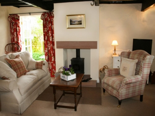 BLACKSMITHS COTTAGE, Pooley Bridge, Ullswater