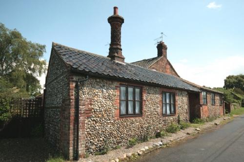 Chimney Cottage, Gunthorpe, holiday accommodation near Holt Norfolk