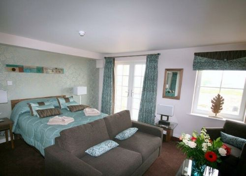 ULLSWATER SUITE Studio 3 (ground floor), Whitbarrow Holiday Village, Nr Ullswater