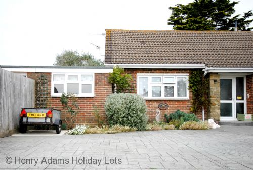 Upfront,up,front,reviews,accommodation,self,catering,rental,holiday,homes,cottages,feedback,information,genuine,trust,worthy,trustworthy,supercontrol,system,guests,customers,verified,exclusive,cullimore, west wittering,henry adams holiday cottages ,west wittering ,,image,of,photo,picture,view