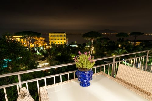 Upfront,up,front,reviews,accommodation,self,catering,rental,holiday,homes,cottages,feedback,information,genuine,trust,worthy,trustworthy,supercontrol,system,guests,customers,verified,exclusive,eden house luxury,villatorent.it,sorrento,,image,of,photo,picture,view