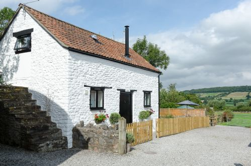Upfront,up,front,reviews,accommodation,self,catering,rental,holiday,homes,cottages,feedback,information,genuine,trust,worthy,trustworthy,supercontrol,system,guests,customers,verified,exclusive,hayloft - sleeps 4, 2 bed, 1 bath, 1/2 dogs.,home farm cottages,winscombe,,image,of,photo,picture,view