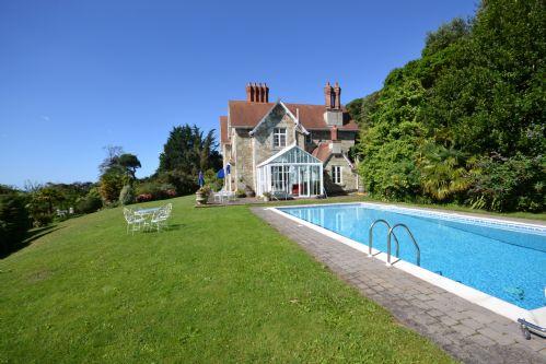 Garden & Heated swimming pool