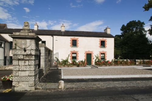 Upfront,up,front,reviews,accommodation,self,catering,rental,holiday,homes,cottages,feedback,information,genuine,trust,worthy,trustworthy,supercontrol,system,guests,customers,verified,exclusive,castletown gate house,irish landmark trust (eur),celbridge,,image,of,photo,picture,view