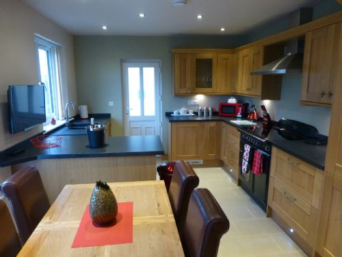 MEADOW CROFT COTTAGE, Hillside Park, (Hot Tub), Pooley Bridge, Ullswater