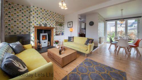 Open plan living area - Comrie Village Cottage