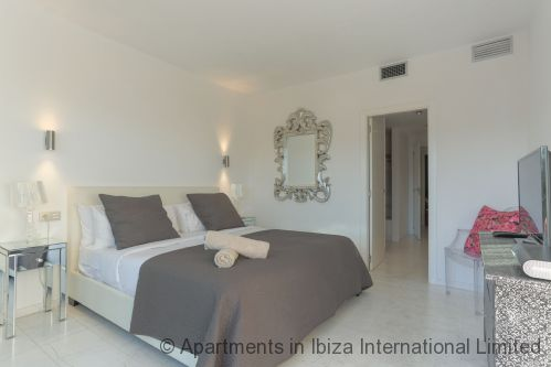 Upfront,up,front,reviews,accommodation,self,catering,rental,holiday,homes,cottages,feedback,information,genuine,trust,worthy,trustworthy,supercontrol,system,guests,customers,verified,exclusive,ibiza royal beach oceano,apartments in ibiza international limited,ibiza town,,image,of,photo,picture,view