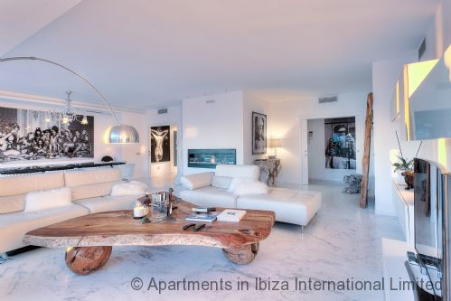 Upfront,up,front,reviews,accommodation,self,catering,rental,holiday,homes,cottages,feedback,information,genuine,trust,worthy,trustworthy,supercontrol,system,guests,customers,verified,exclusive,ibiza royal beach crystal,apartments in ibiza international limited,ibiza town,,image,of,photo,picture,view